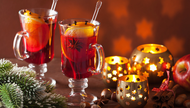 healthy mulled hot wine recipe with orange and spices, christmas decoratio