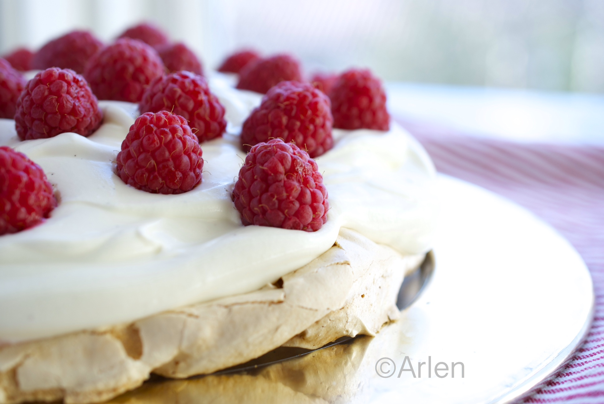 The perfect Pavlova recipe- simple and healthy | That Cake Chick